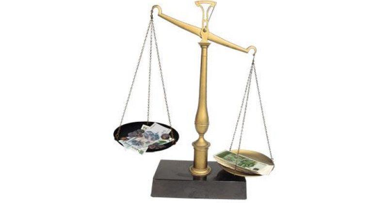 ღარიბს  ართმევს  მდიდარს  აძლევს