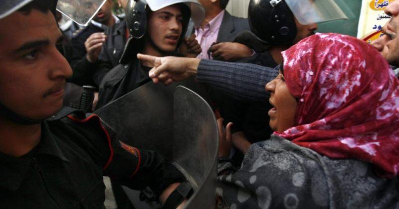 """""""დიქტატორი უნდა წავიდეს!"""" - ეგვიპტეში პოლიციასა და დემონსტრანტებს შორის შეტაკებები დაიწყო"""