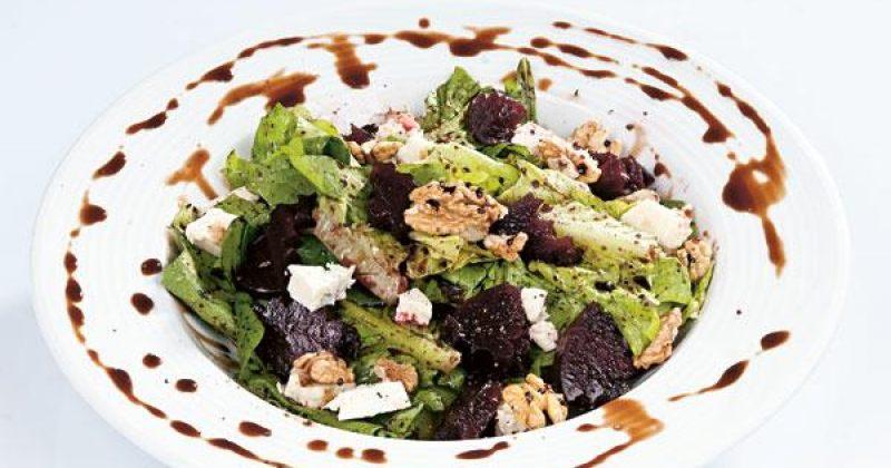 სალათი როკფორით  და ჭარხლით