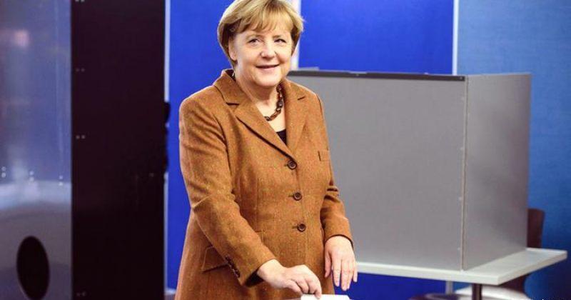 მერკელი: ევროკავშირის შეთავაზება უკრაინისთვის ძალაში რჩება
