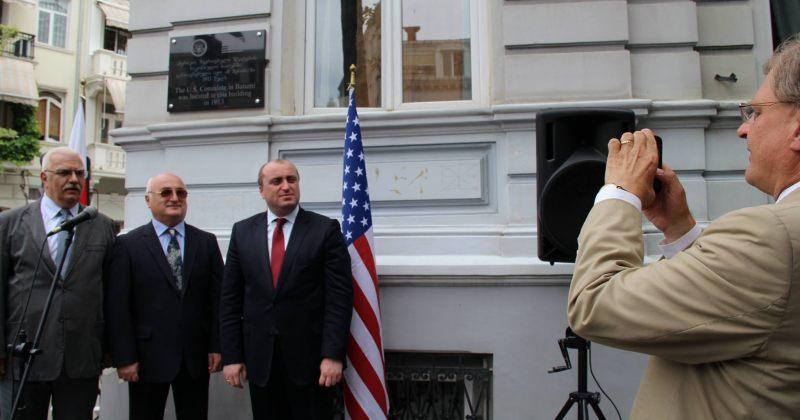 აშშ-ის პირველი საკონსულოს შენობის მემორიალური დაფის გახსნა ბათუმში