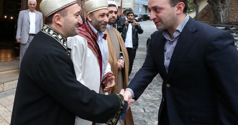 პრემიერი მუსლიმებს: სახელმწიფო უკომპრომისო იქნება რელიგიურ პროვოკაციებთან