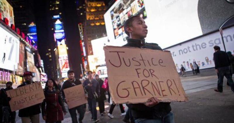 ნიუ-იორკში დემონსტრანტები ნაფიც მსაჯულთა გადაწყვეტილებას აპროტესტებენ