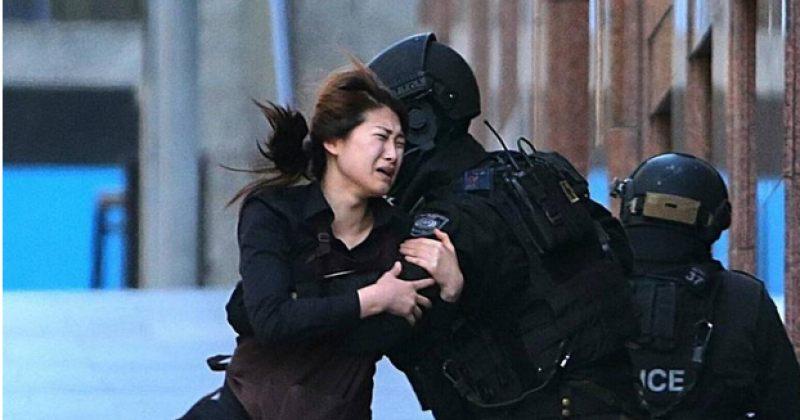 სიდნეის კაფეში შეიარაღებულმა ტერორისტმა მძევლები აიყვანა