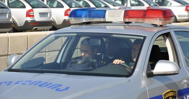 კლუბ ვიტამინის მენეჯერის მტკიცებით, მას ოცამდე პოლიციელმა სცემა