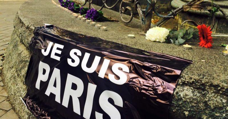 """""""დაიცავი თავისუფლება-სოლიდარობა საფრანგეთს""""- მრგვალ ბაღთან აქცია მიმდინარეობს"""