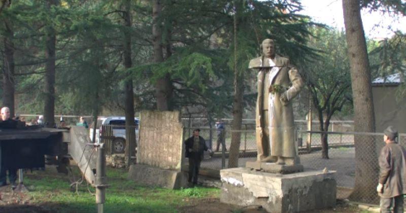 სტალინის ძეგლის დემონტაჟის ხელის შეშლისთვის შორაპნის მაჟორიტარი დააკავეს