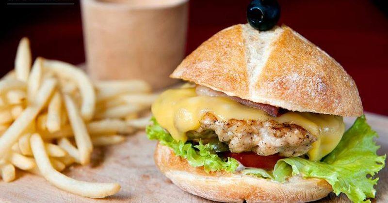 უგემრიელესი ბურგერის მენიუ პომოდორისიმოსგან - შემოიხედეთ foodpanda.ge-ზე!