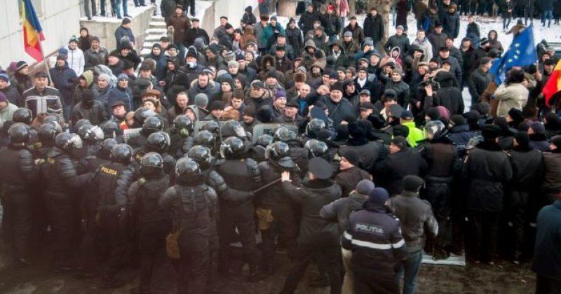 პოლიტიკური კრიზისი მოლდოვაში: დემონსტრანტები პარლამენტში შეიჭრნენ