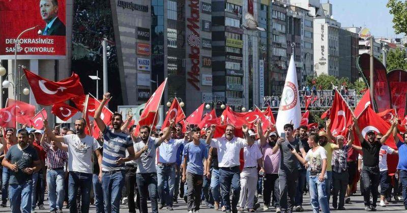 თურქეთში სამხედრო გადატრიალების მცდელობას აპროტესტებენ