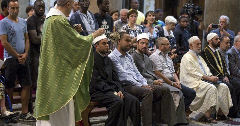 მღვდლის მკვლელობის შემდეგ, მუსლიმები თანაგრძნობის ნიშნად წირვებზე მიდიან