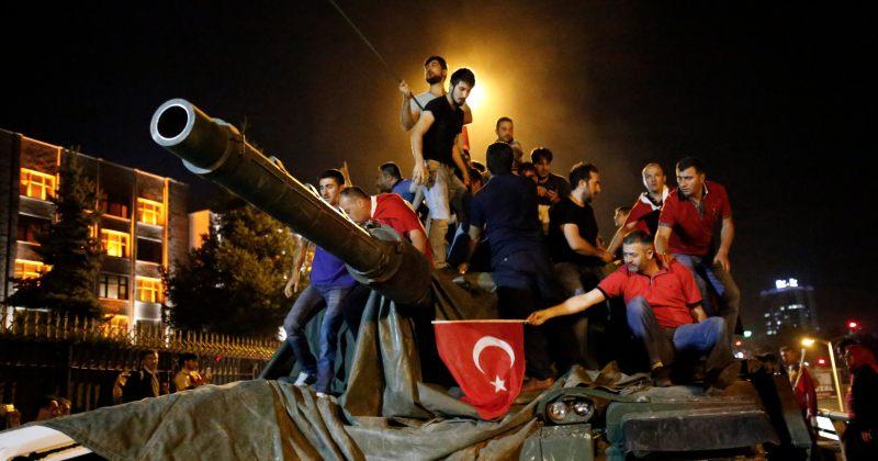 თურქეთში საჯარო დაწესებულებებიდან 4500-მდე ადამიანი გაათავისუფლეს