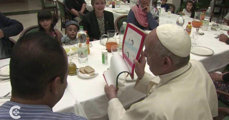 პაპმა ფრანცისკემ 21 სირიელ ლტოლვილთან ერთად ისადილა
