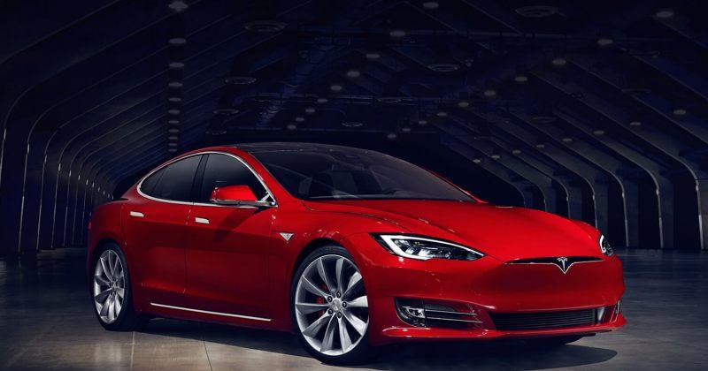 Tesla-მ მსოფლიოში ყველაზე სწრაფი სედანი წარადგინა: 0-100 კმ 2.5 წამში