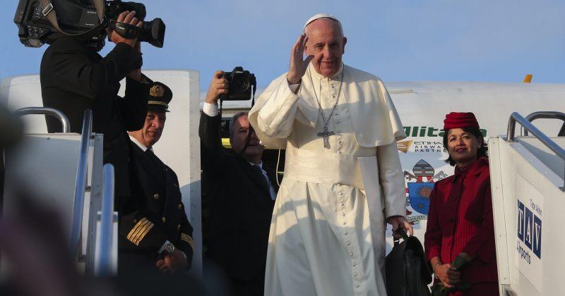 რომის პაპის ვიზიტი დასრულდა, კათოლიკე ეკლესიის მეთაური აზერბაიჯანში გაემგზავრა