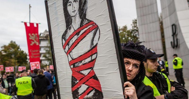დღეს 6 მილიონამდე პოლონელი ქალი აბორტის აკრძალვას გააპროტესტებს