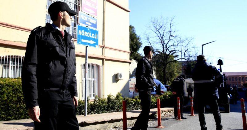 სტამბოლში, ფსიქიატრიულ საავადმყოფოში შეირაღებული მამაკაცი სუიციდით იმუქრება