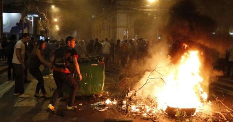 პარაგვაიში დემონსტრანტებმა კონგრესის შენობას ცეცხლი წაუკიდეს