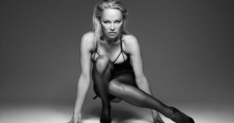 49 წლის პამელა ანდერსონი Coco de Mer-ის ქალის თეთრეულის კოლექციის სარეკლამო კამპანიაში
