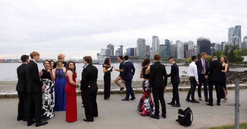 კანადის პრემიერმინისტრმა სკოლის გამოსაშვებ წვეულებას ჩაურბინა