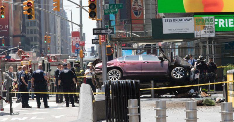 ნიუ იორკის ცენტრში ავტომანქანა ფეხით მოსიარულეებს დაეჯახა  - დაიღუპა ერთი ადამიანი