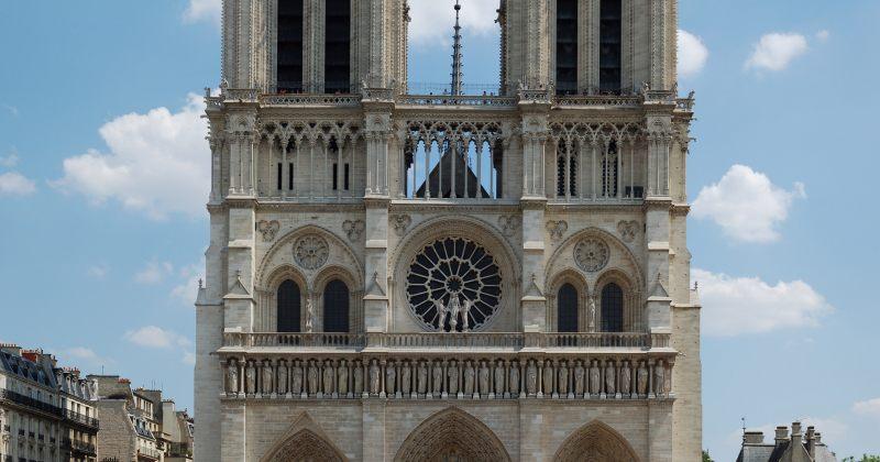 პარიზის ღვთისმშობლის ტაძართან სროლაა
