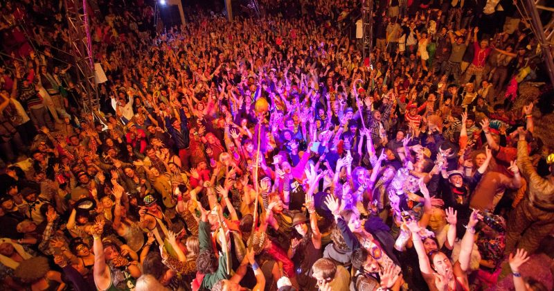 The Guardian: ნარკოტიკების ტესტირება ფესტივალებს უფრო უსაფრთხოს გახდის?