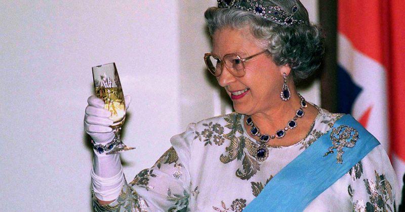 ინგლისის დედოფალი დღეში ოთხ კოქტეილს სვამს