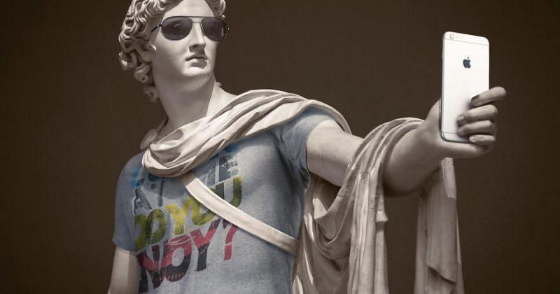 კლასიკური სკულპტურები თანამედროვე ტანსაცმელში