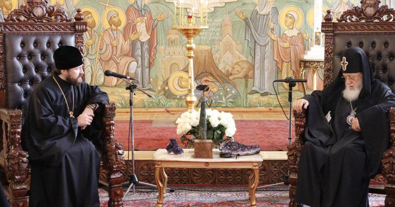 რუსეთის ეკლესიის მაღალიერარქი პატრიარქს შეხვდა და რუსეთში დაპატიჟა