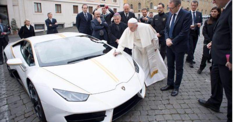 რომის პაპ ფრანცისკეს ლამბორჯინიმ ავტომობილის სპეციალური გამოშვება უსახსოვრა