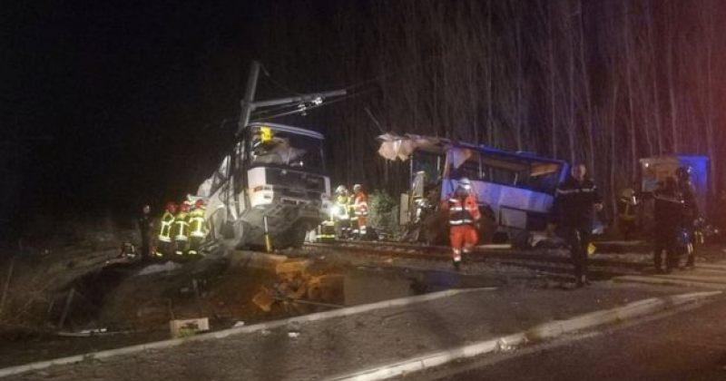 საფრანგეთში სკოლის ავტობუსი მატარებელს შეეჯახა, დაიღუპა 4 ბავშვი, დაშავდა 20 ადამიანი