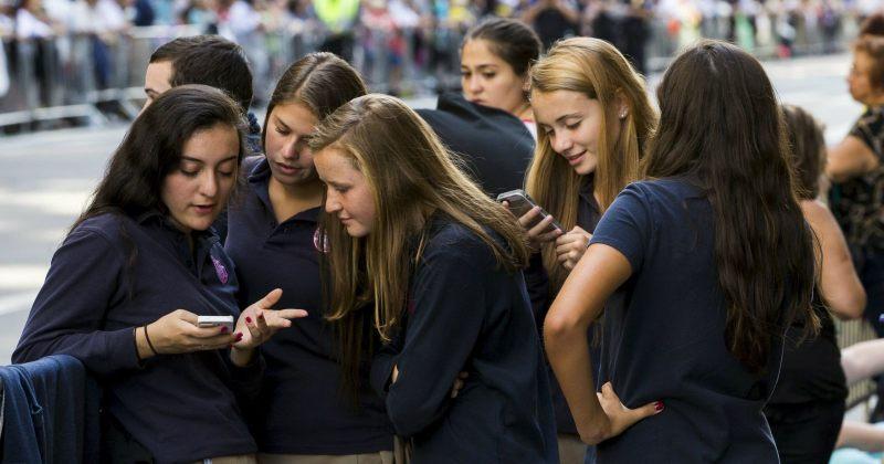 საფრანგეთის სკოლებში მოსწავლეებს მობილური ტელეფონების ტარება აეკრძალებათ