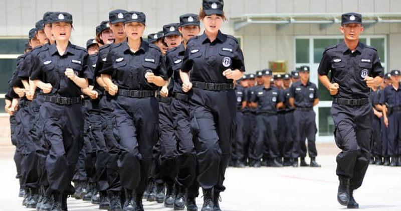 """""""ციხე ღია ცის ქვეშ"""" - ჩინეთი სინძიანის პროვინციის მცხოვრებლების დნმ-ს აგროვებს"""