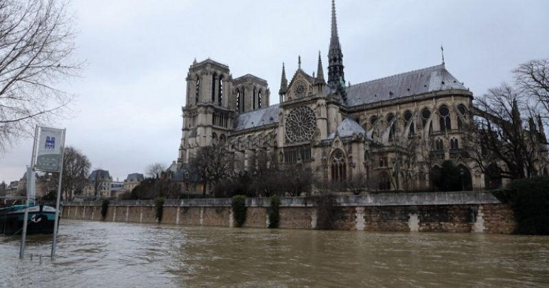 პარიზში მდინარე სენას ადიდების გამო ლუვრის ერთერთი დარბაზი დახურეს