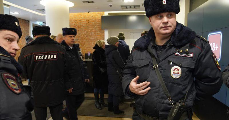 """მოსკოვის კინოთეატრში """"სტალინის სიკვდილის"""" ჩვენების გამო პოლიციამ რეიდი მოაწყო"""
