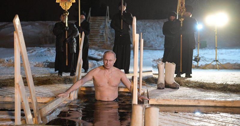 ვლადიმირ პუტინი ნათლისღების დღესასწაულზე გაყინულ ტბაში ჩავიდა