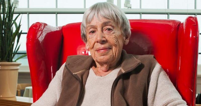 ამერიკელი მწერალი ურსულა ლე გუინი 88 წლის ასაკში გარდაიცვალა