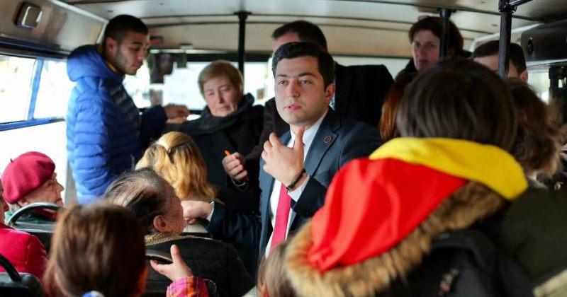 გაბუნია ავტობუსში: გარეგნული ფორმით ვუსვამ ხაზს მათი საჭიროებებისადმი ყურადღებას