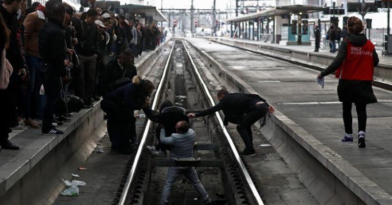 """""""შავი სამშაბათი"""" - საფრანგეთის რკინიგზის თანამშრომლები 3 თვით გაიფიცნენ"""