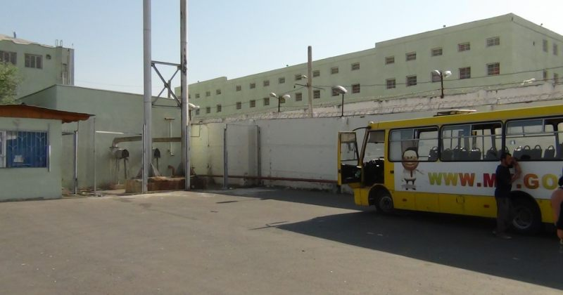 პატიმრების წამების ბრალდებით რუსთავის ციხის ყოფილი თანამშრომლები დააკავეს