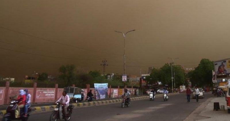 ინდოეთში მტვრიან ქარიშხალს სულ მცირე 74 ადამიანის სიცოცხლე ემსხვერპლა