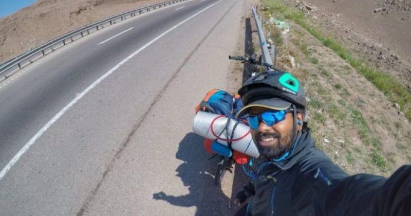 BBC: მსოფლიო თასზე ველოსიპედით მიმავალი ინდოეთის მოქალაქე საქართველოში არ შეუშვეს