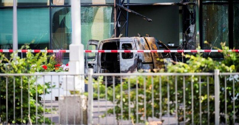 De Telegraaf-ის ოფისში ფურგონი შევარდა და ცეცხლი წაეკიდა