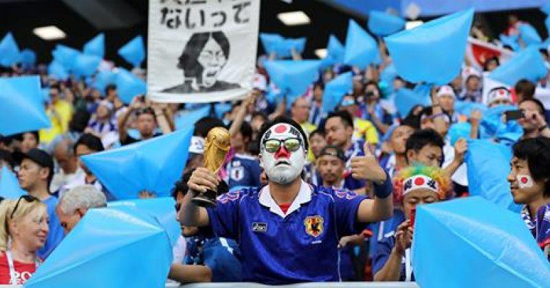 იაპონელმა გულშემატკივრებმა გამარჯვების შემდეგ სტადიონი დაასუფთავეს