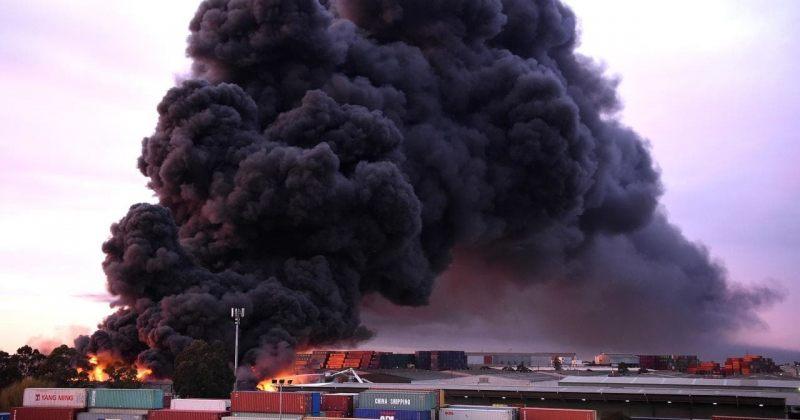 ავსტრალიაში ქიმიურ ქარხანას ცეცხლი გაუჩნდა