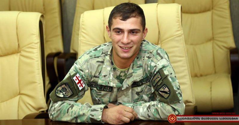 ჯარისკაცი, რომელმაც რიონში გადამხტარი კაცი გადაარჩინა, მინისტრმა დააჯილდოვა