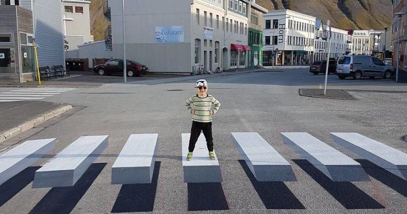 ისლანდიაში 3D ზებრა გადასასვლელები დახატეს - სურათები