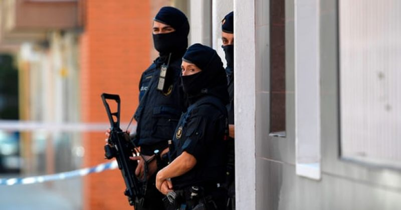 კატალონიაში პოლიციის შენობაზე ტერორისტული თავდასხმისას ერთი მამაკაცი მოკლეს