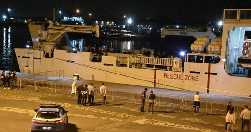 იტალია ხმელთაშუა ზღვაში გადარჩენილ 177 მიგრანტს ქვეყანაში არ უშვებს